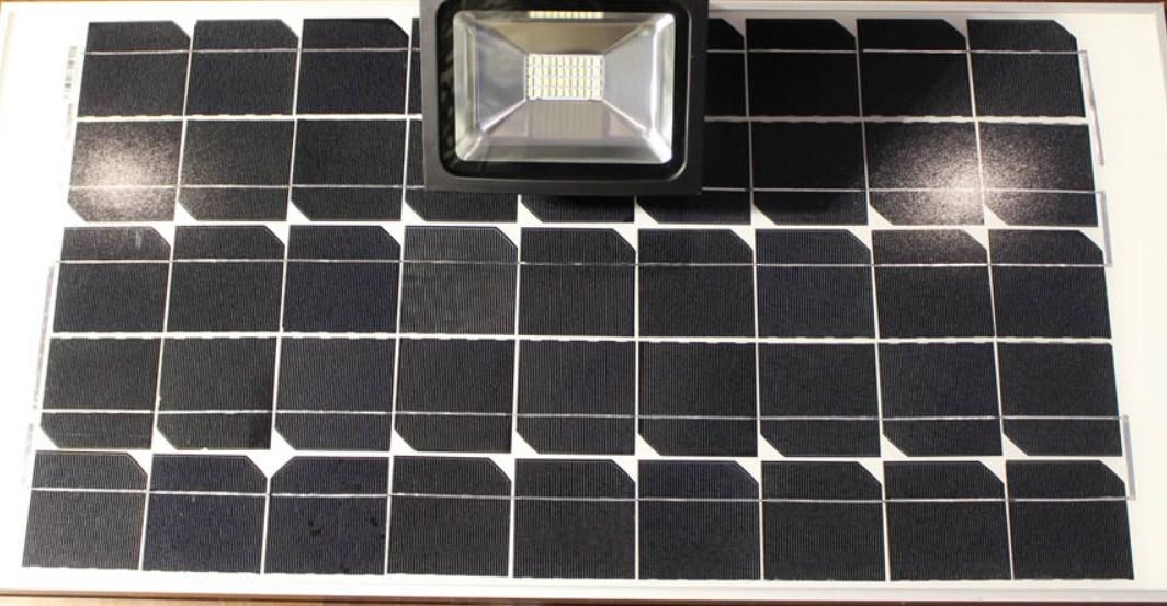 Plafoniere Con Pannello Solare : Faro led ricaricabile pannello solare w nevlight prodotti